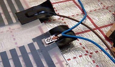 Фото — Установка клемм и подсоединение кабеля