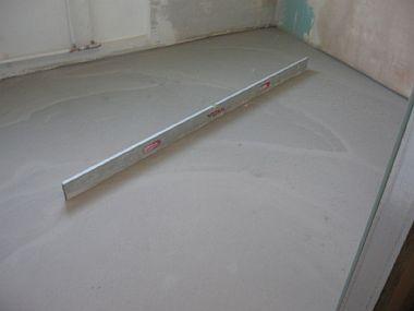 Фото — Заливка стяжки под плёночный пол