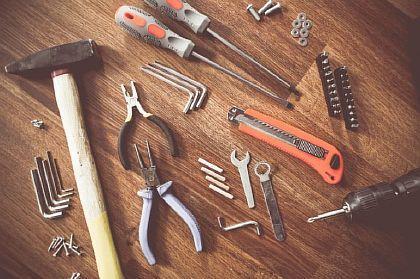 Фото — Инструменты для монтажа пола