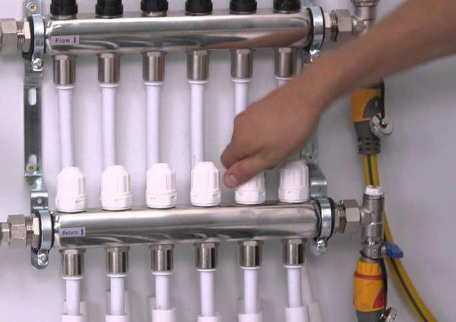 Фото — Открываются все вентиля коллектора для выпуска последнего воздуха