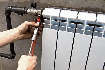 Фото — Вывод трубопровода для подсоединения тёплого пола