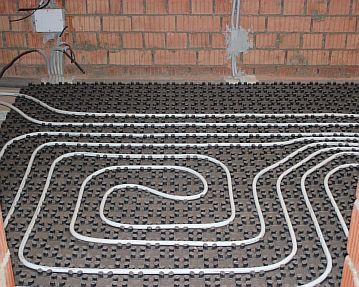 Фото — Монтаж трубопровода из сшитого полиэтилена