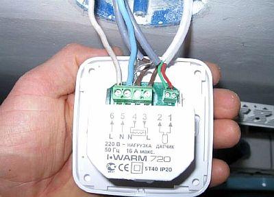 Фото — Отсоединение проводов от регулятора