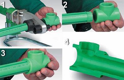 Фото — Процесс соединения трубы с тройником