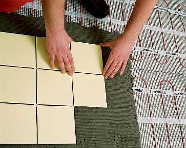 Фото — Укладка плитки на маты