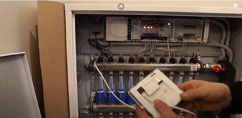 Фото - На тыльной стороне прибора «Точка доступа» гнездо для кабеля интернета
