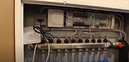 Фото - Шкаф с коллектором и дополнительным оборудованием