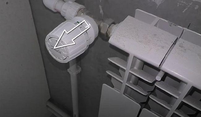 Фото - Терморегулятор должен быть установлен перпендикулярно радиатору