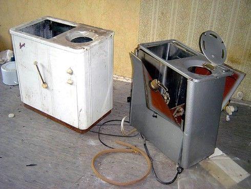 Фото - Старые стиральные машинки со снятыми двигателями