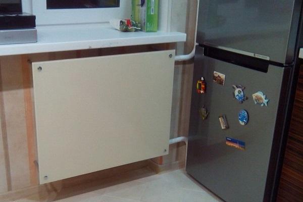 Фото - экран на батарею от холодильника